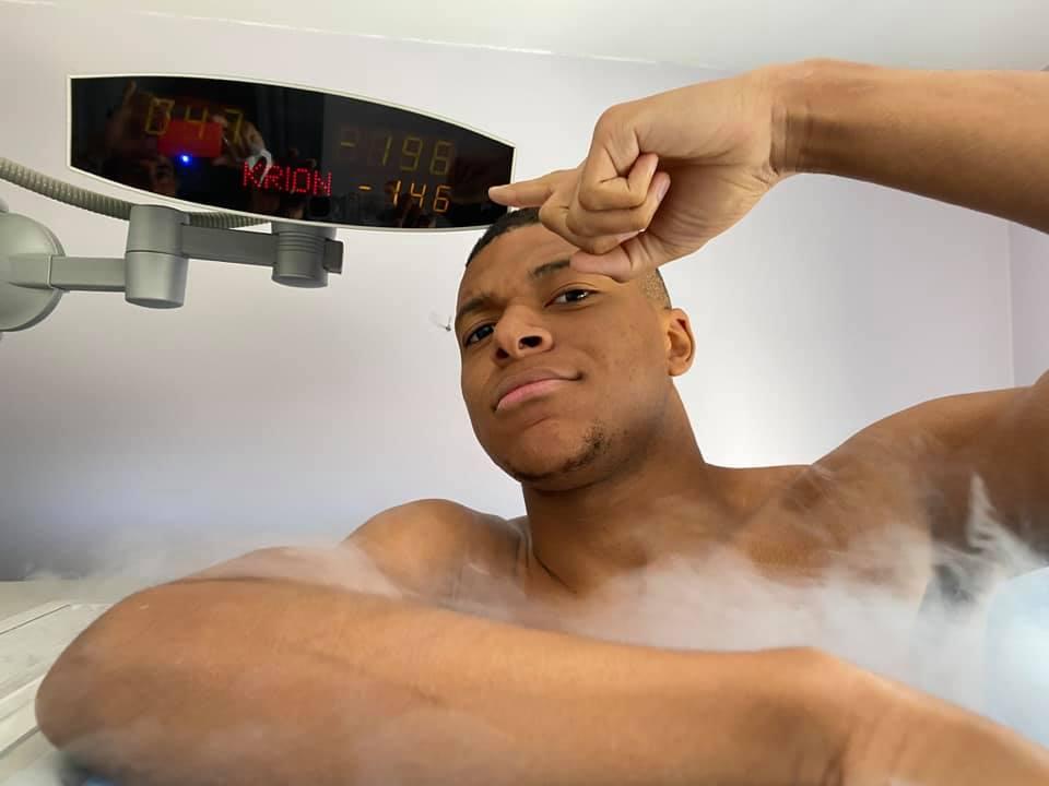 Le champion du monde de football 2018 Kylian Mbappé utilise la cryo comme moyen de récupération.